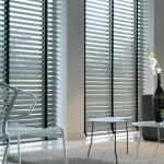 houten-jaloezieen-raambekleding-500x700-1-kleur-op-kleur-interieur