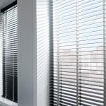 houten-jaloezieen-raambekleding-500x700-5-kleur-op-kleur-interieur