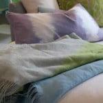 kleur-op-kleur-interieur-designers-quild-karpetten-gordijnen-kussens-plaids-behang-totaal-interieur-500x700-2