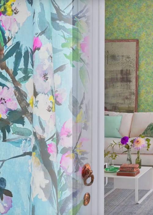 https://www.kleuropkleur.nl/wp-content/uploads/2017/02/designers-guild-collectie-behang-kussens-gordijnen-bloemen-plaids-kleur-op-kleur-interieur-2017-500x700-4.jpg