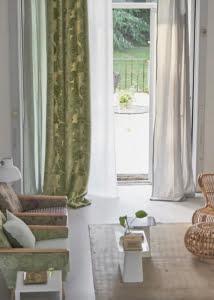 designers-guild-collectie-behang-kussens-gordijnen-transparant-bloemen-klassiek-flora-fauna-plaids-kleurrijk-kleur-op-kleur-interieur-2017-500x700-29
