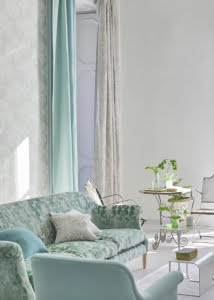 designers-guild-collectie-interieurs-behang-zachte-pastel-kleuren-klassiek-kussens-gordijnen-plaids-kleur-op-kleur-interieur-2017-500x700-18