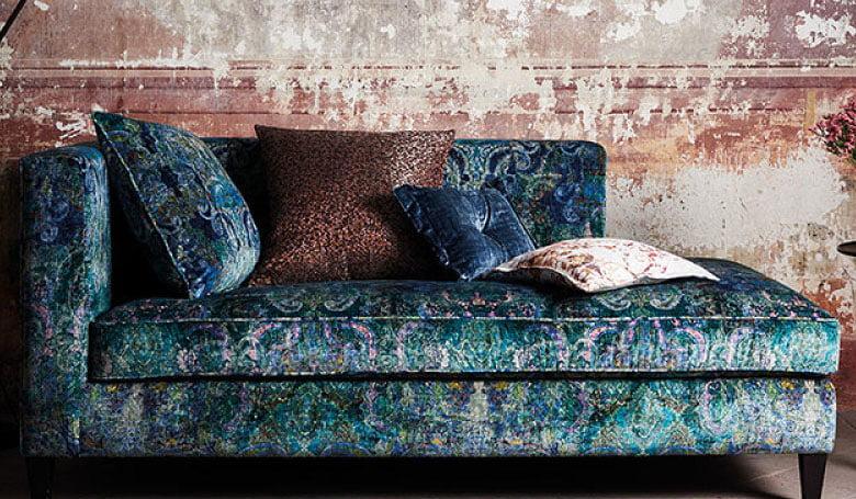 meubelstoffen-gordijnen-fluweel-kleurrijke-kleurcombinatie's-bloempatronen-780x455-kleur-op-kleur-interieur-2017-1