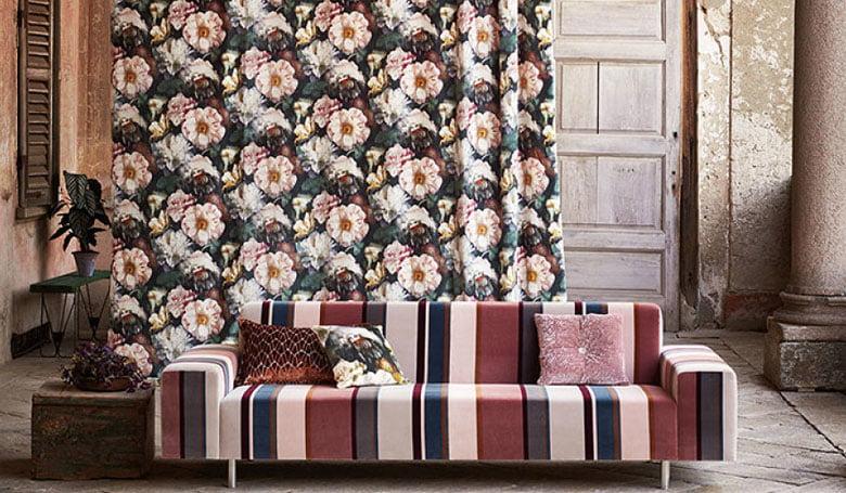 meubelstoffen-gordijnen-fluweel-kleurrijke-kleurcombinatie's-bloempatronen-780x455-kleur-op-kleur-interieur-2017-3