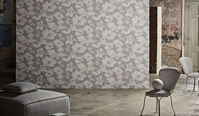wandbekleding-behang-luxueuze-vinyl-bedrukte-dessins-bloemen-relief-780x455-kleur-op-kleur-interieur-2017-1