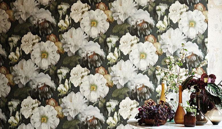 wandbekleding-behang-luxueuze-vinyl-bedrukte-dessins-bloemen-relief-780x455-kleur-op-kleur-interieur-2017-11