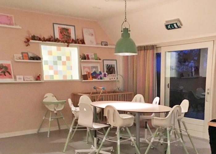 https://www.kleuropkleur.nl/wp-content/uploads/2017/05/project-interieur-ontwerp-styling-meubels-huisstijl-kinderdagverblijf-kinderopvang-projecten-kleur-op-kleur-interieur-mariannemooren-2017-700x500-9.jpg