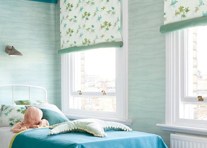 kinder-stoffen-behang-kussens-kinderkamer-kleurrijk-fauna-florale-vouwgordijnen-villa-nova-kleur-op-kleur-interieur-700x500-11