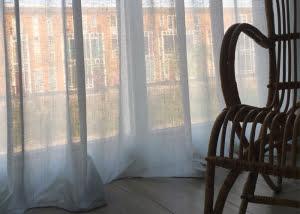 transparante-linnen-gordijnen-maatwerk-woonwinkel-friesland-kleur-op-kleur-interieur-700x500-02