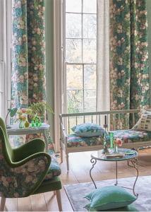 botanische-bloemen-green-gordijnen-raambekleding-kleurrijke-interieurs-designers-guild-kussens-bekledingstof-kleur-op-kleur-interieur-10