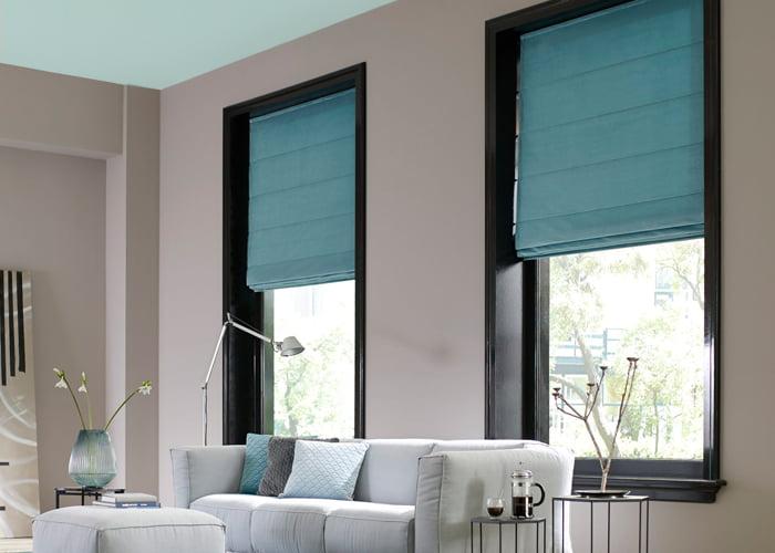 sunway-vouwgordijnen-woonwinkel-kleur-op-kleur-interieur-vouwgordijnen-blauw-actie-somfy-moter-2019-700x500-3